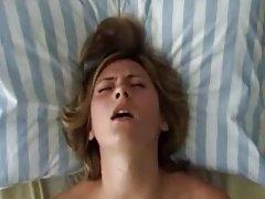 гледајте тинејџер порно фото Бринета у чарапе долази у посету момка увече за груб секс